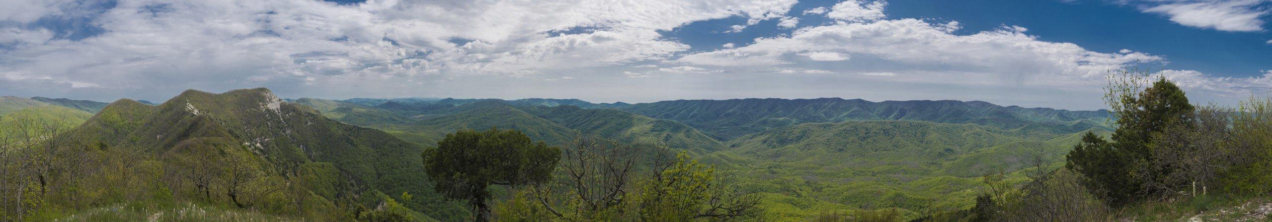 Панорама с западной вершины горы Папай