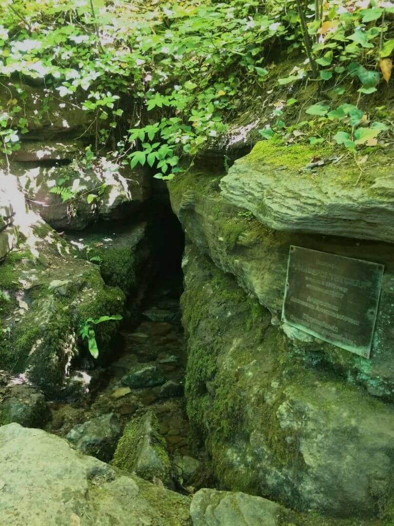 Вход в Университетскую пещеру