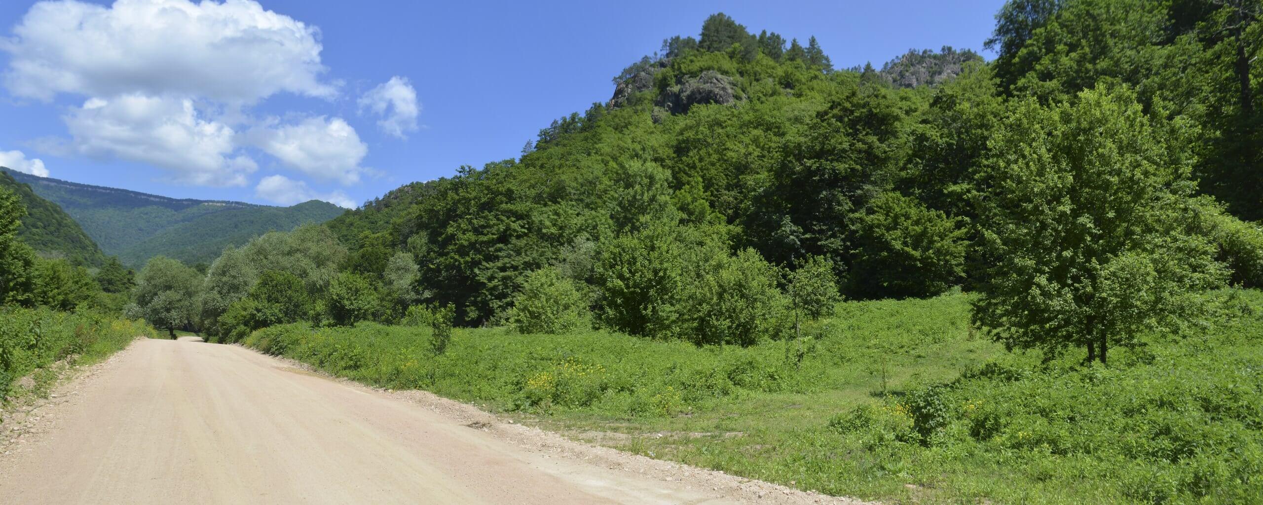 Поворот на тропу к горе Трезубец