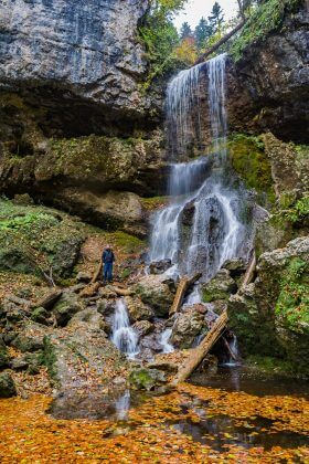 Осенний Университетский водопад
