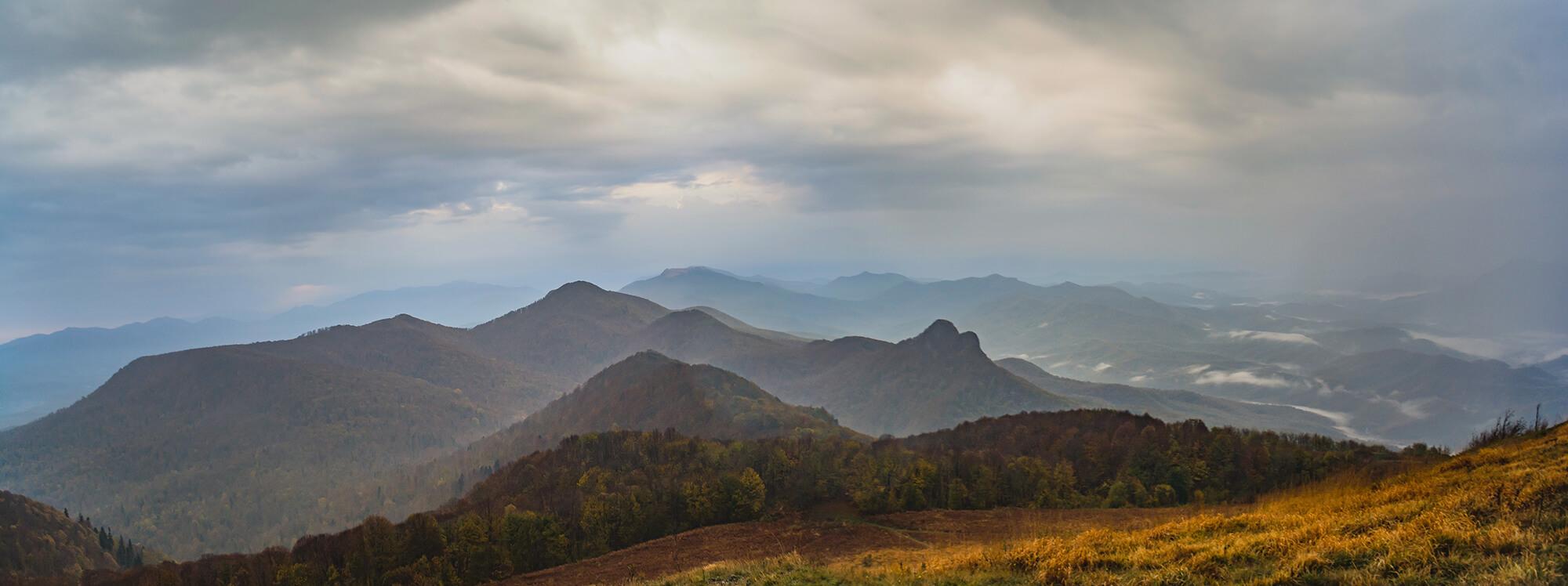 Вид на восток с горы Семашхо