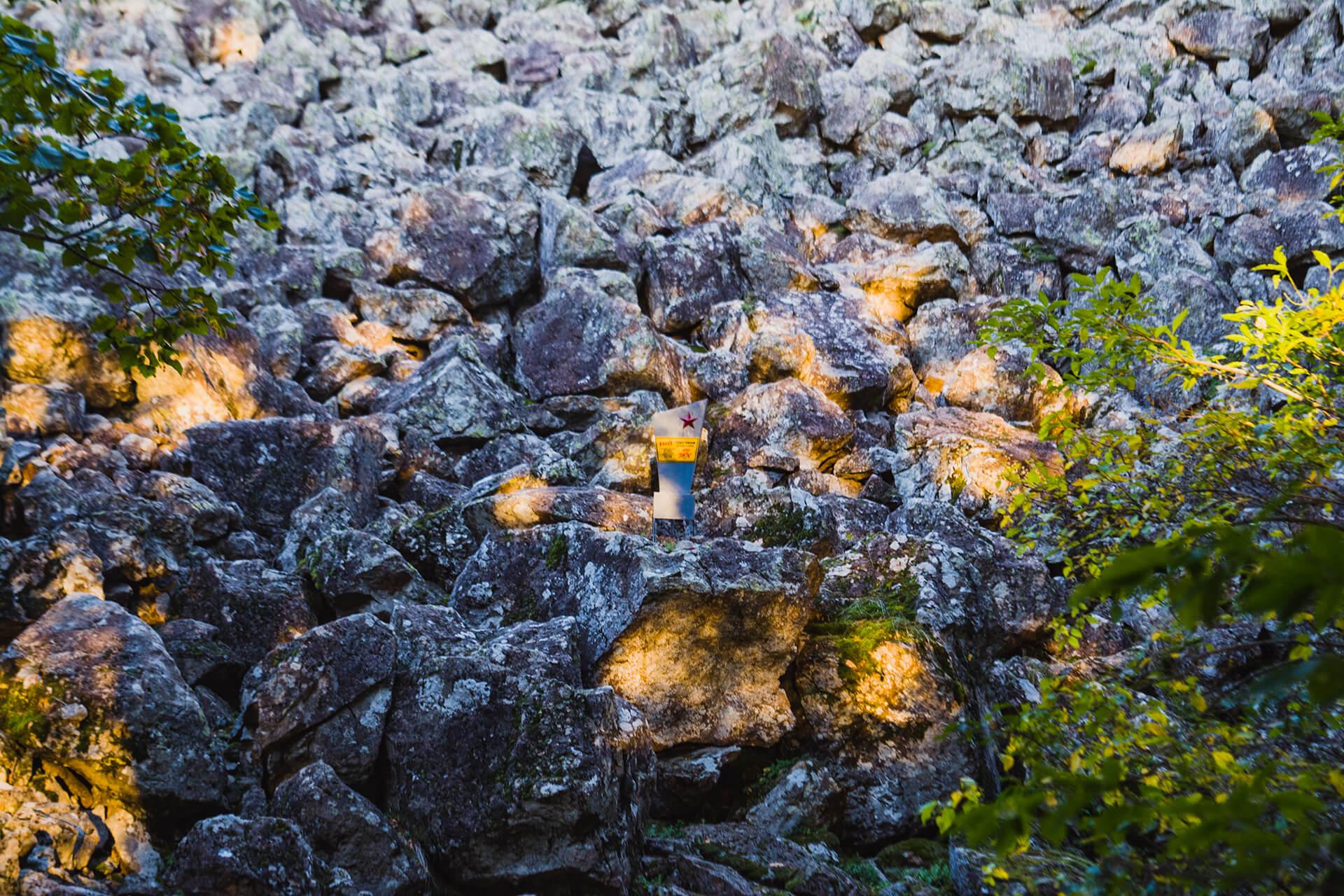 Каменное море с памятником
