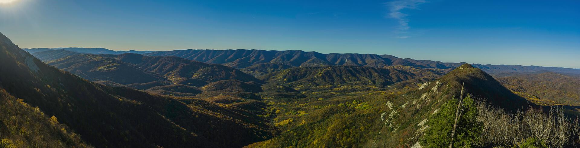 Панорама с западного склона горы Папай