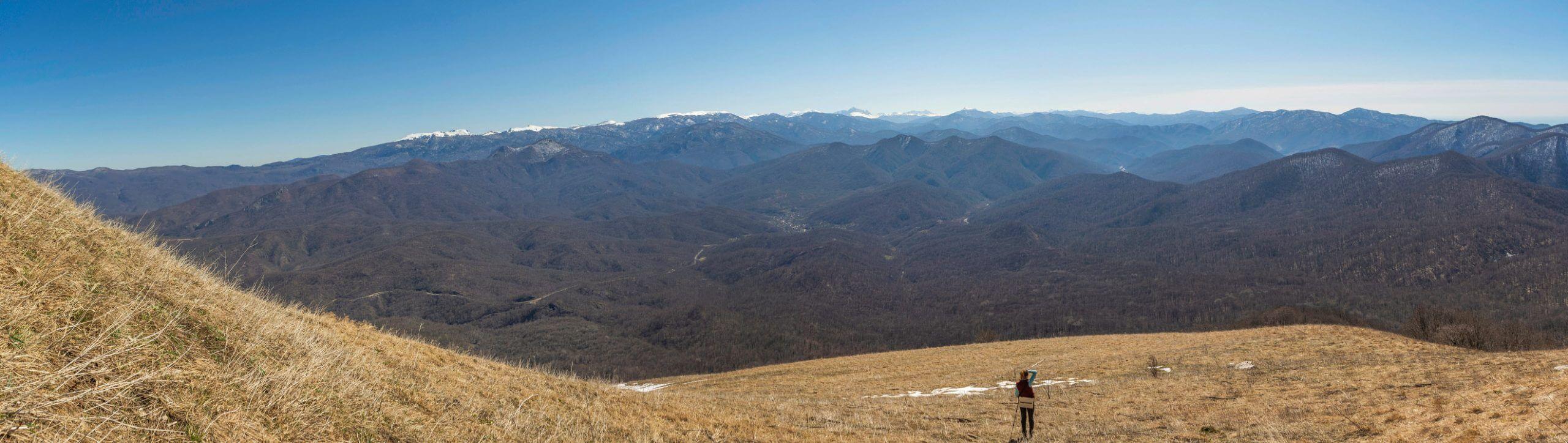 Вид с горы Большое Псеушхо (Пеус) на восток
