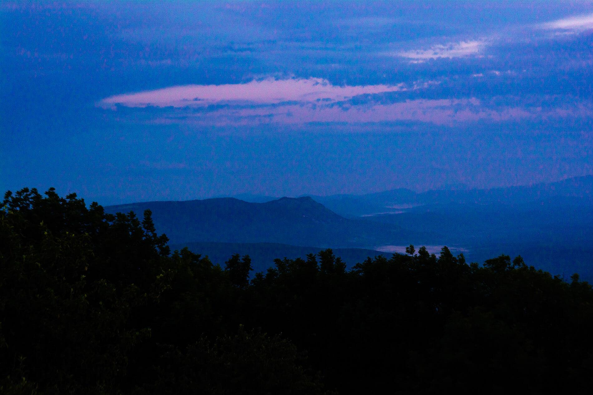 Вид с горы Свинцовая на хребет Грузинка