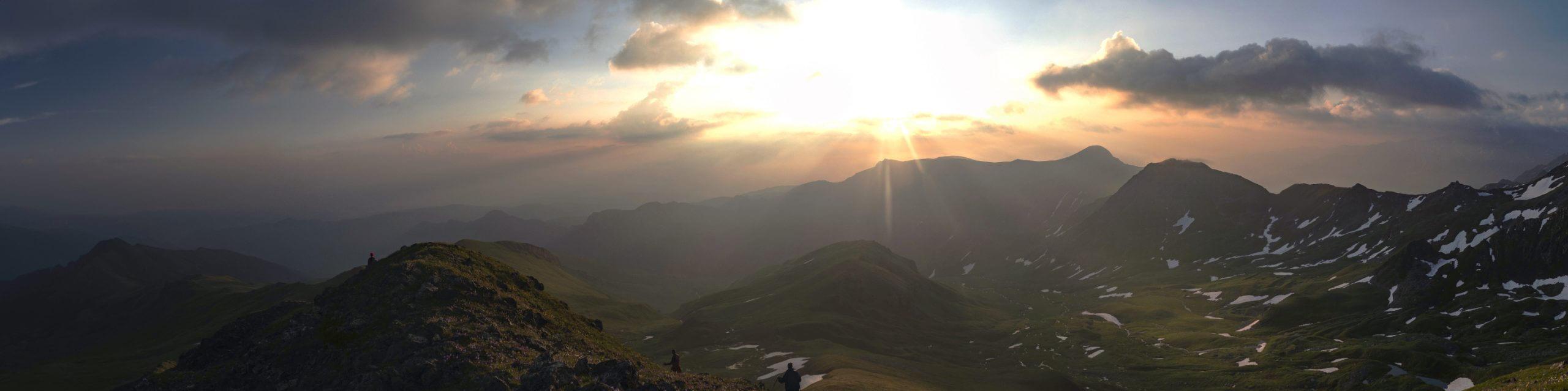 Гора Маркопидж, хребты Белая скала, Дженту и Магишо