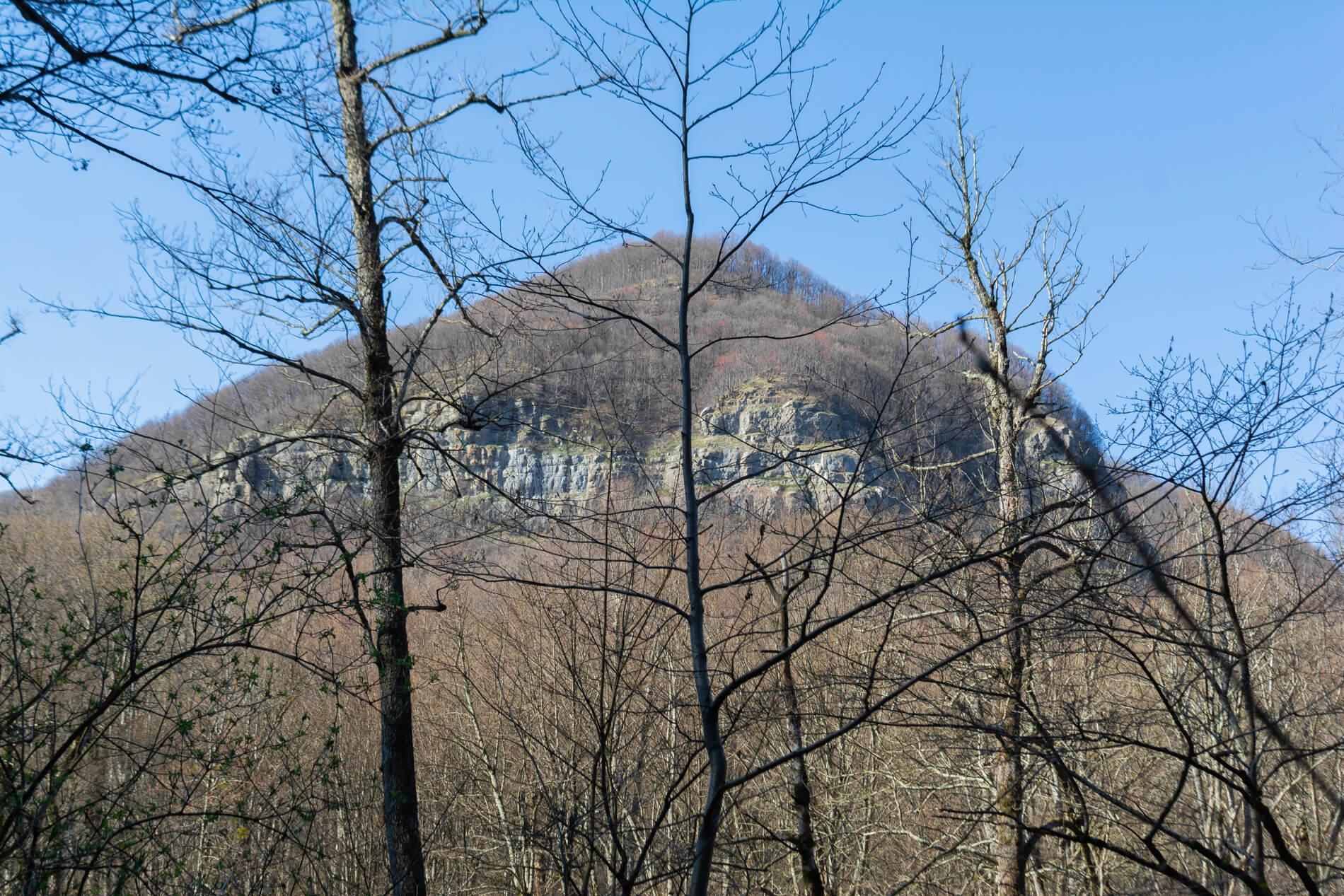 Гора Нависла